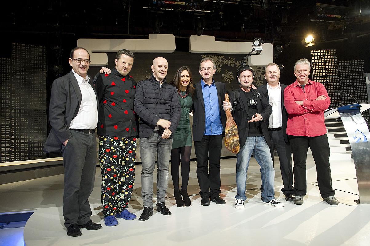 EITBko arduradunak, aktoreak eta aurkezleak, atzo, Donostian, Gabonetako saioen aurkezpenean. ©GORKA RUBIO /ARP