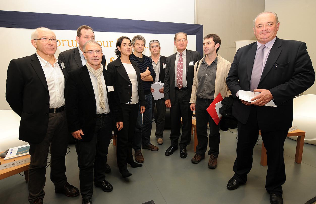 Etxegarai, Ezenarro, Brisson, Espagnac, Bortairu, Michel Larralde, Brian Currin, Xabi Larralde eta Jean-Jacques Lasserre.. / GAIZKA IROZ