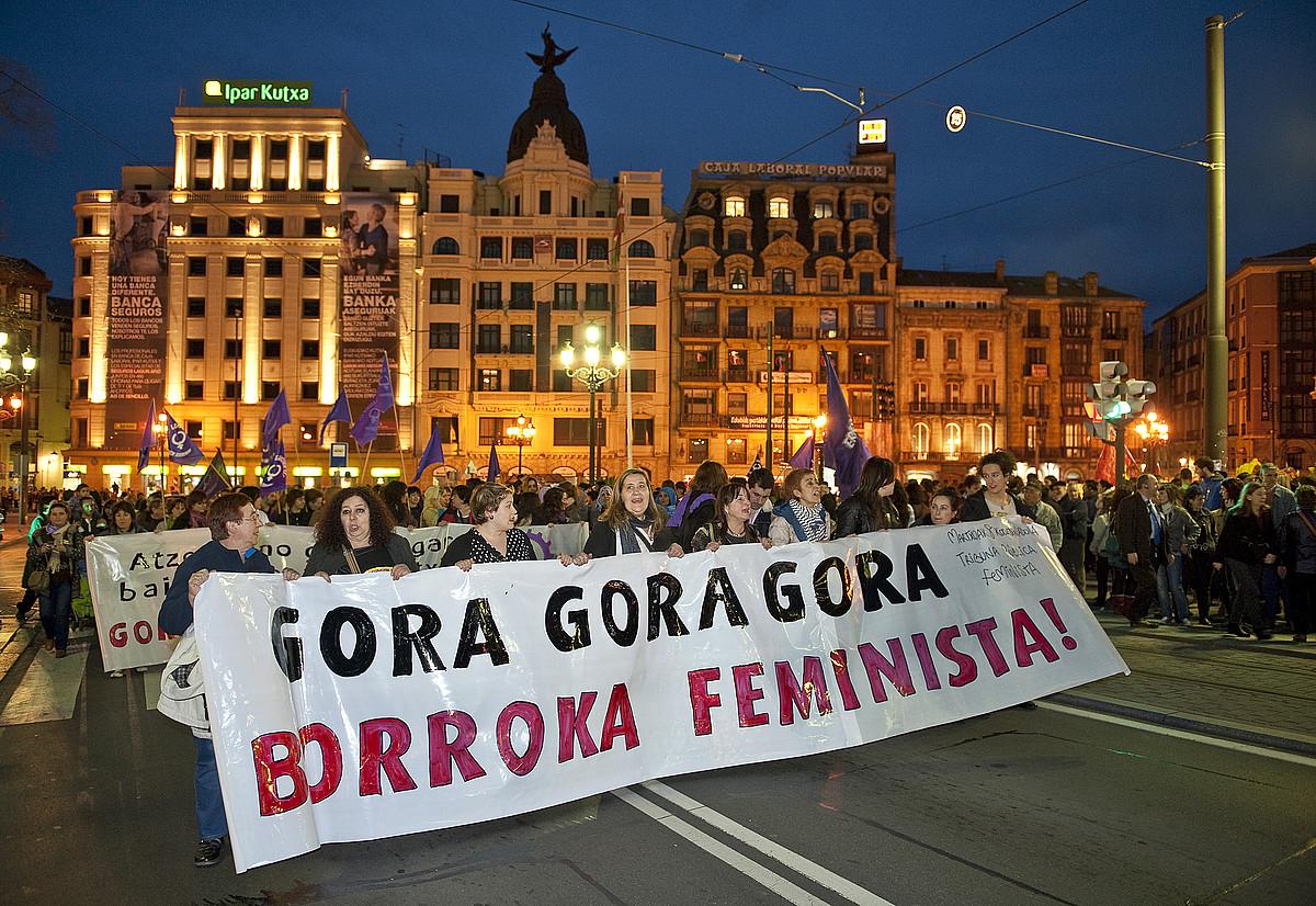 Bilbon jende ugari bildu zen, feminismoaren balioa aldarrikatuz. / JON HERNAEZ / ARGAZKI PRESS