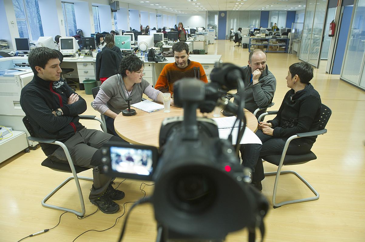 Gari Goikoetxea, Bea Salaberri, Iñaki Petxarroman, Joanmari Larrarte eta Mertxe Mugika, atzo. / JON URBE / ARGAZKI PRESS