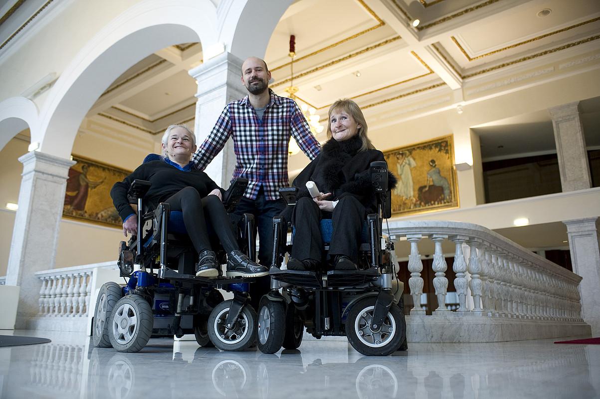 Mentxu Arrieta, Jorge Gil Munarriz eta Lourdes Arrieta, filmaren aurkezpenean.