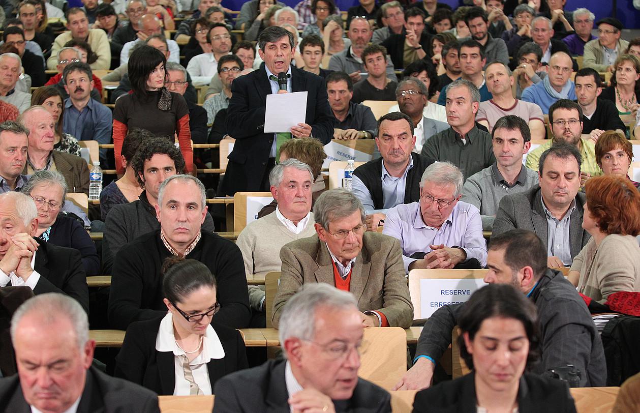 Ehunka eragile sozial, kultural, ekonomiko eta politiko bildu dira Euskal Lurralde Elkargoaren aldeko koordinazioak antolatu mintegira. / BOB EDME