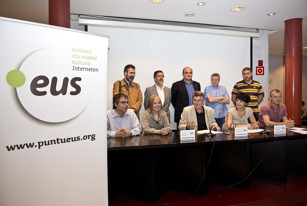 Puntueus fundazioko ordezkariek larunbatean egin zuten agerraldia. / JON HERNAEZ / ARGAZKI PRESS