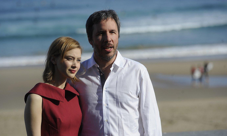 Sarah Gadon aktorea eta Denis Villeneuve filmaren zuzendaria atzo Donostian. / JAGOBA MANTEROLA / ARGAZKI PRESS