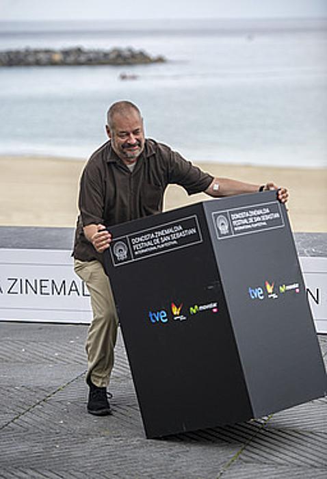 Jean Pierre Jeunet, txantxetan, atzo, Donostian. / GORKA RUBIO / ARGAZKI PRESS