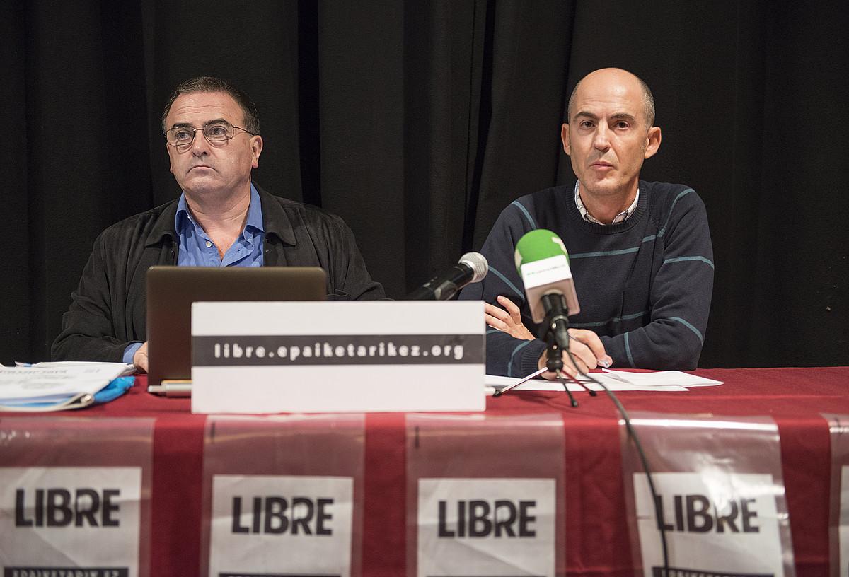 Karmelo Landa eta Sabin del Bado auzipetuak, atzoko agerraldian. / JON HERNAEZ / ARGAZKI PRESS