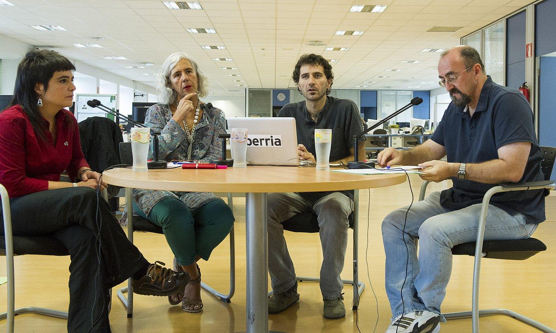 Lopez de Luzuriaga, Biurrun, Petxarroman eta Apeztegia, atzo goizeko mahai inguruan. / GORKA RUBIO / ARGAZKI PRESS