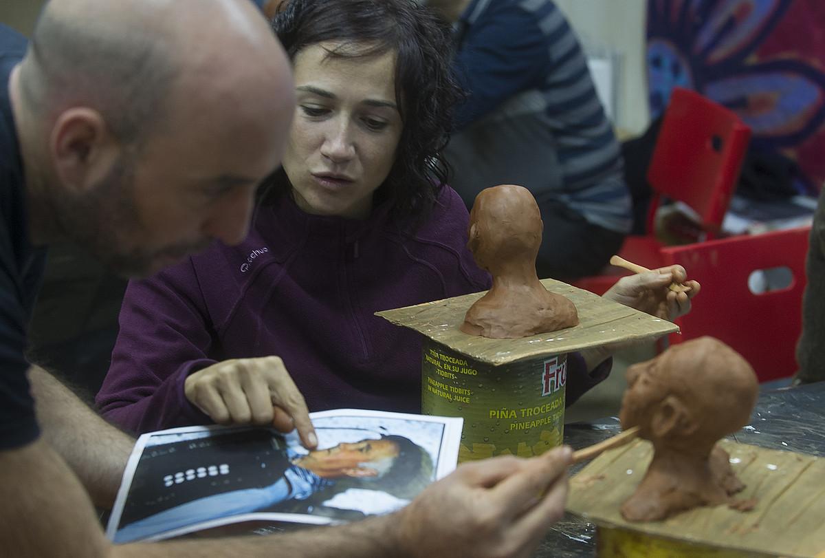 Herritarrak ari dira irudiak sortzen Les Grandes Personnes enpresaren laguntzarekin. ©LUIS JAUREGIALTZO / ARGAZKI PRESS