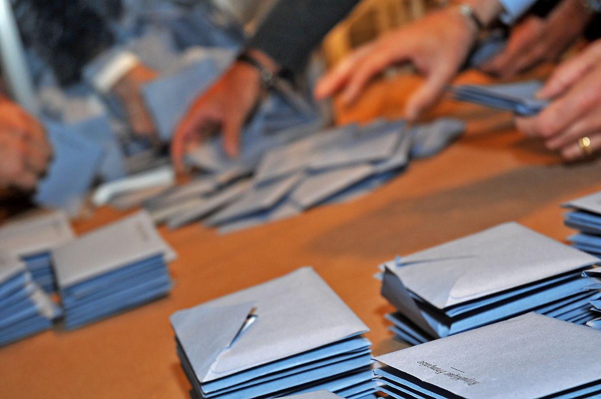 Frantziako Parlamentuak maiatzaren 17an bozkatu legeak hainbat aldaketa dakarzkio herrietako hauteskundeei. / NICOLAS MOLLO