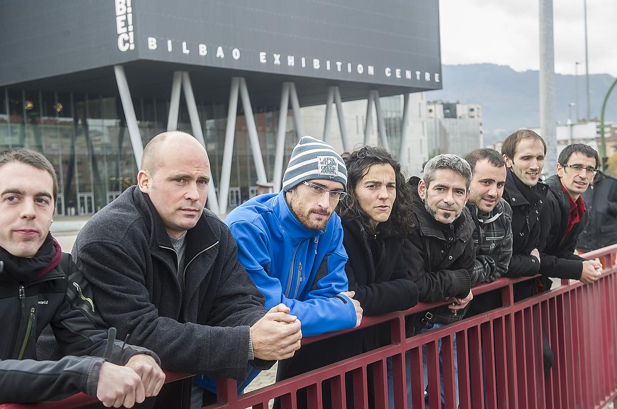 Finalean kantatuko duten zortzi bertsolariak. / LUIS JAUREGIALTZO / ARGAZKI PRESS