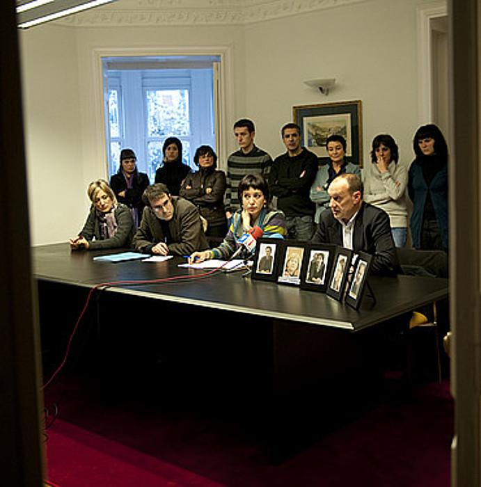 Abokatu talde batek 2010eko operazioa salatzeko Bilbon egin zuen agerraldia. / MARISOL RAMIREZ / ARGAZKI PRESS