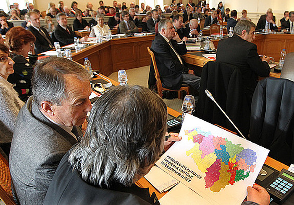 Mapari buruzko eztabaida eta bozketa, Paueko Kontseilu Nagusian. ©BOB EDME