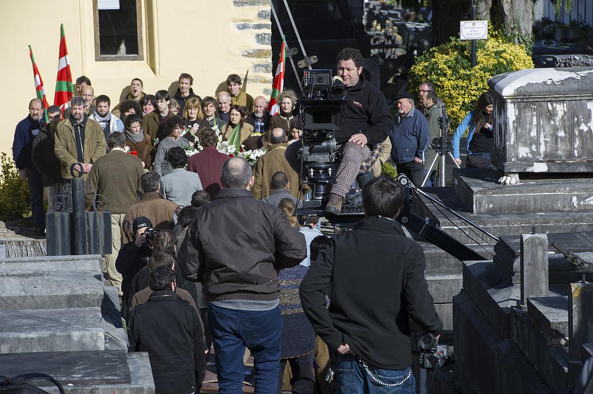 <em>Lasa eta Zabala</em> pelikularen irudi batzuk filmatu zituzten atzo Tolosako hilerrian.