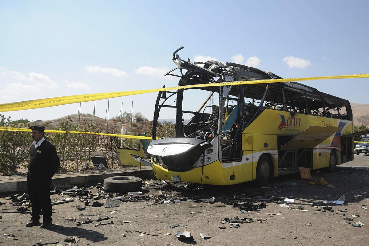 Ansar Beit al-Maqdis talde jihadistak iragan igandean Taban zartarazitako turisten autobusa. ©ALMASRY ALYOUM / EFE