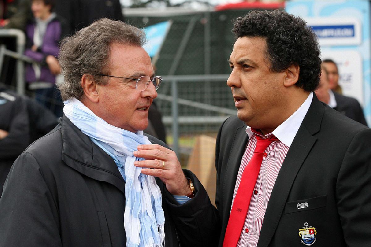 Alain Afflelou Baionako presidentea eta Serge Blanco Miarritzekoa, bi taldeok elkarren aurka jokatutako derbi batean.