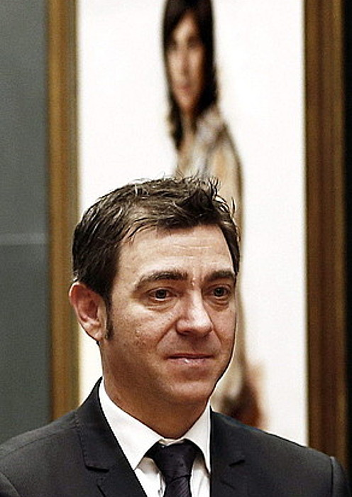 Roberto Jimenez, atzo, parlamentuan. / JESUS DIGES / EFE