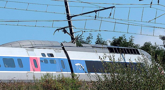 Hendaia eta Paris arteko tren lasterra, Donibane Lohizune paretik pasatzen. ©BOB EDME