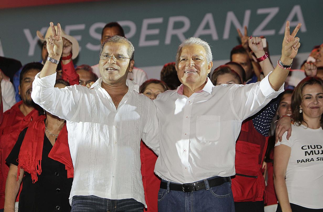 Salvador Sanchez Ceren, FMLNren hautagaia, atzo.