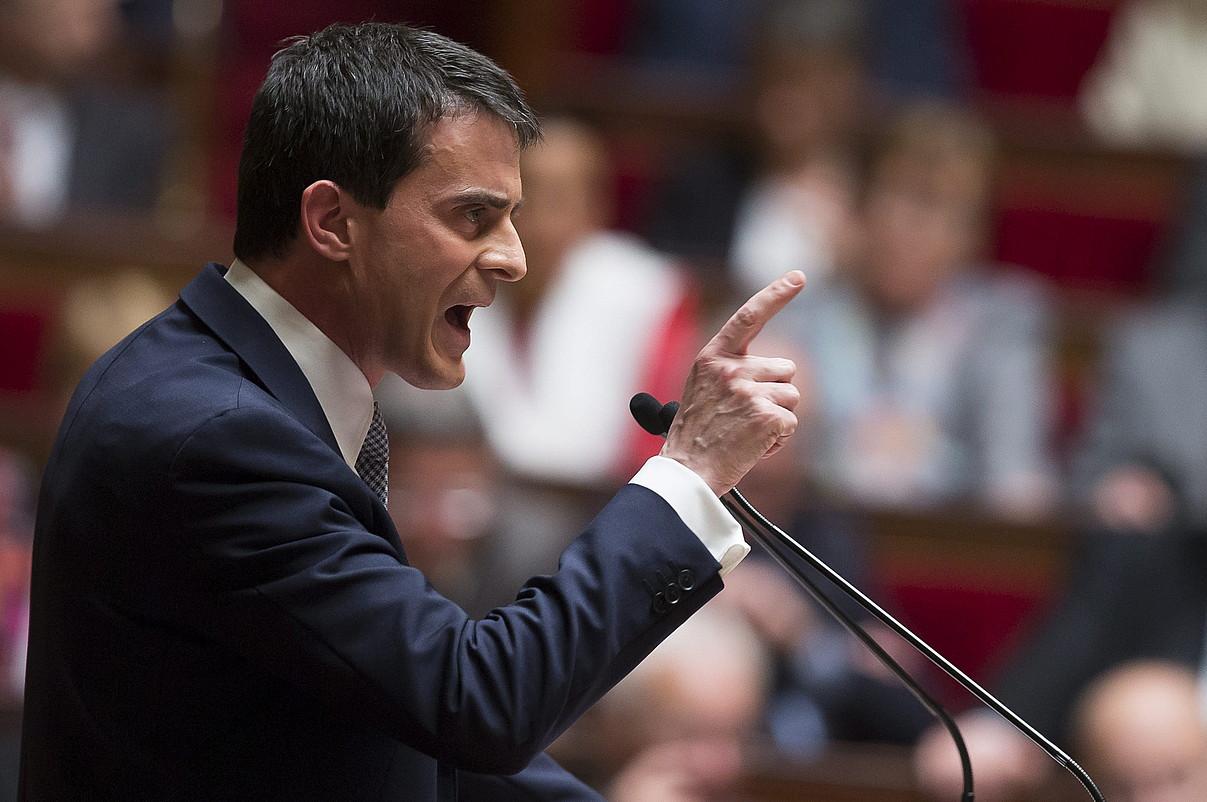 Manuel Valls lehen ministroa, atzo, Frantziako Parlamentuaren aitzinean hitzaldia ematen. ©IAN LANGSDON / EFE