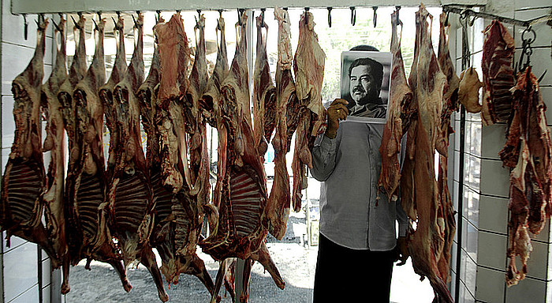 Jamal Penjwenyren <em>Saddam is here</em> serieko irudi bat. ©JAMAL PENJWENY /  RUYA FOUNDATION FOR CONTEMPORARY CULTURE IN IRAQ