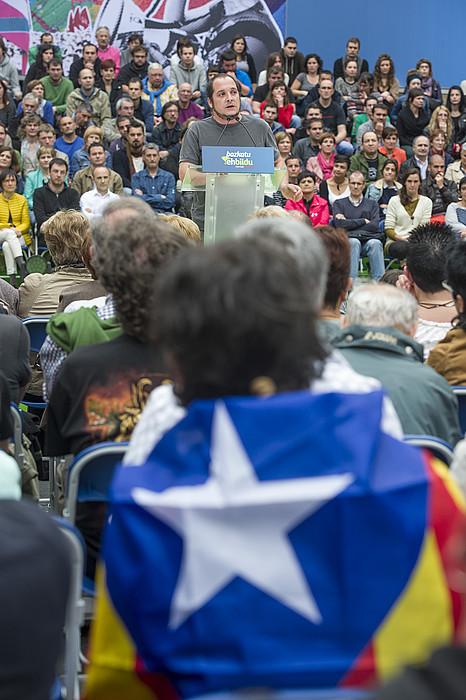 David Fernandez (CUP), Donostian, EH Bilduren ekitaldian. / JON URBE / ARP