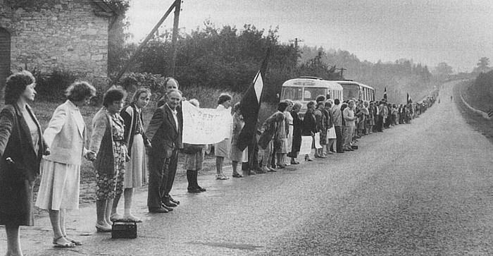 Estonian, Letonian eta Lituanian 1989ko abuztuaren 23an izandako giza katea, Letonia eta Lituania arteko muga inguruan.