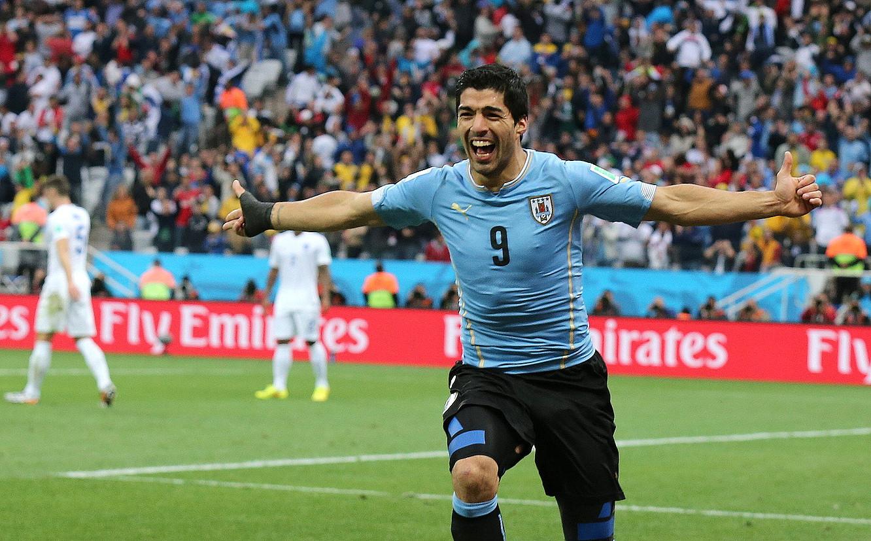 Luis Suarez aurrelari uruguaitarra, Ingalaterrari atzo sartutako lehen gola ospatzen. / SEBASTIAO MOREIRA / EFE