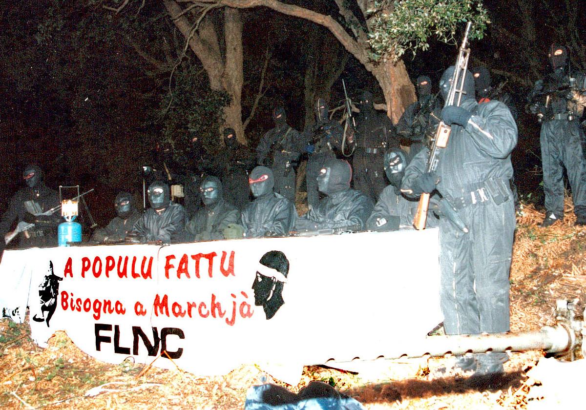 FLNCko kideak, 1995ean eginiko agerraldi batean.