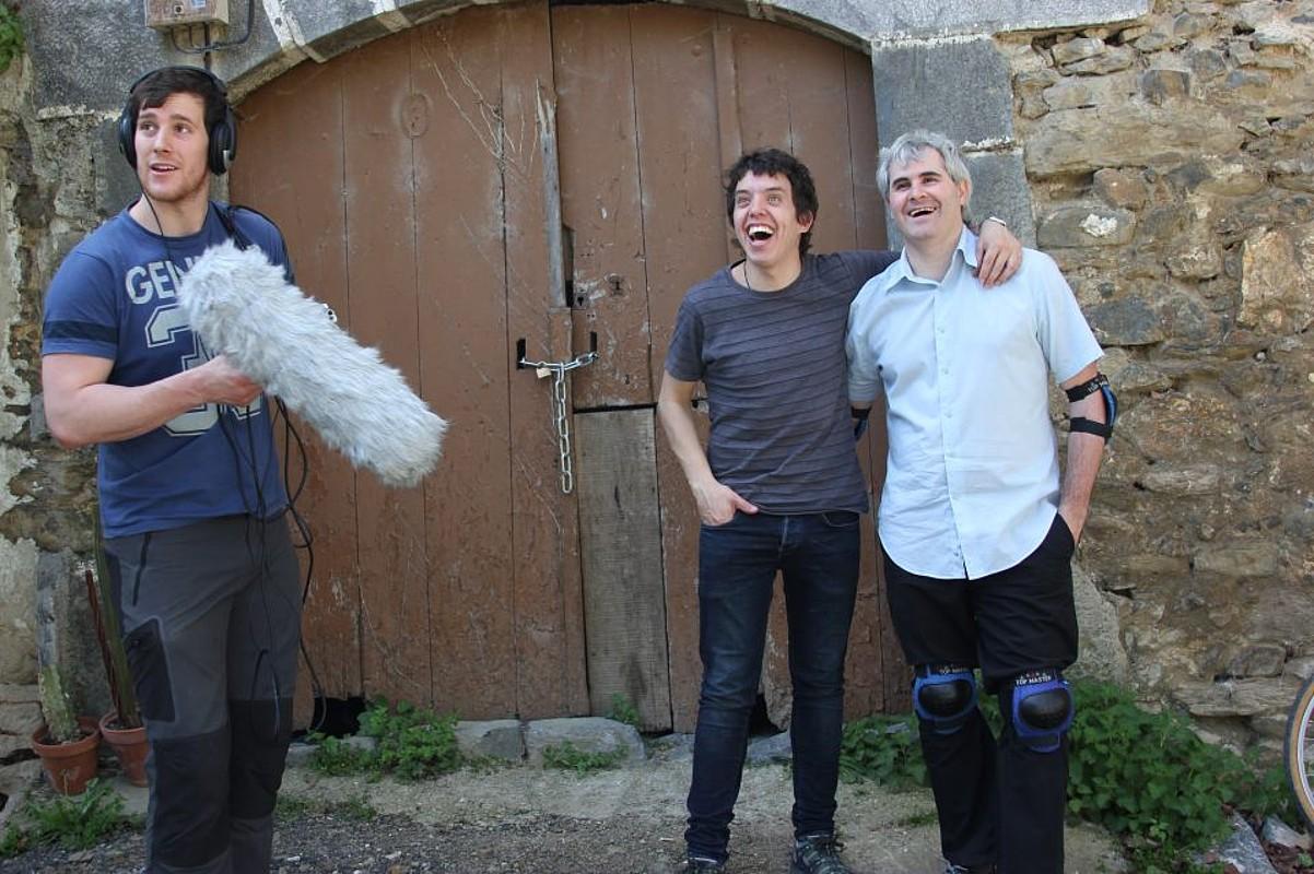 Xabier Perurena, mikrofonoa eskuan duela, <em>Parle vu euskara</em> filma grabatzen ari ziren egun batean.</em> ©--- / EZEZAGUNA