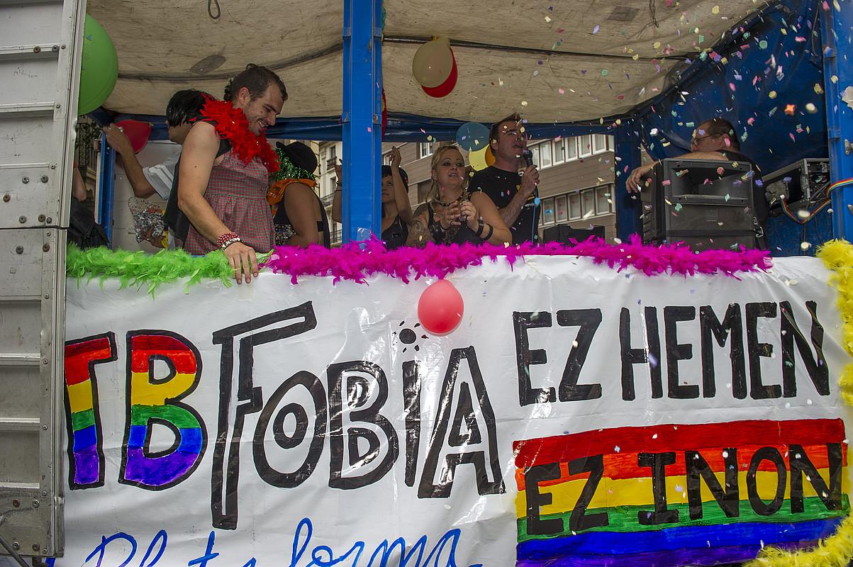 LGTBIren eguneko martxa, atzo, Iruñean.