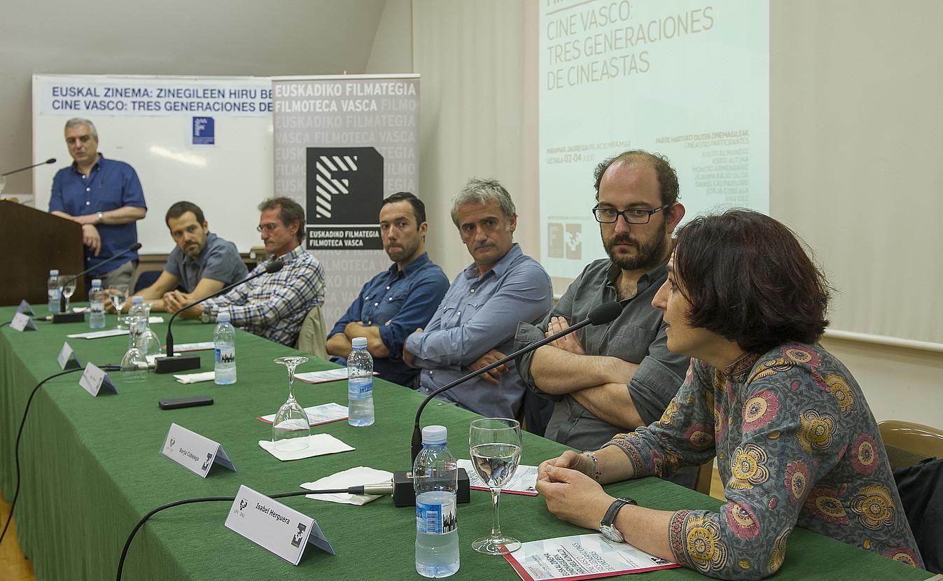 Isabel Herguera zinemagilea, hizketan, zinemagintzari buruz egin duten mahai inguruan. ©ANDONI CANELLADA / ARP