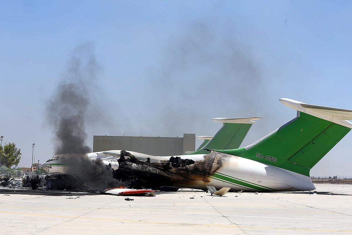 Egunotan milizien borroka leku bihurtu da Tripoliko aireportua.