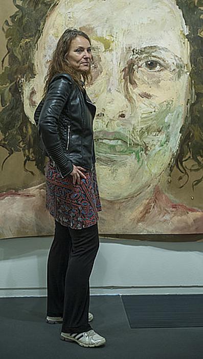 Barbara Stammel, erakusketako margolan baten aurrean. ©JON URBE / ARGAZKI PRESS