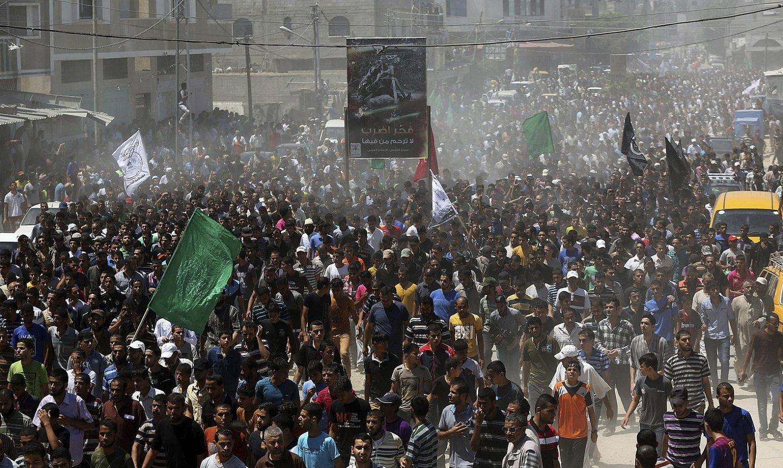 Jende ugari bildu zen atzo Hamaseko hiru buruzagien hiletan, eta protesta egin zuten Israelen aurka.