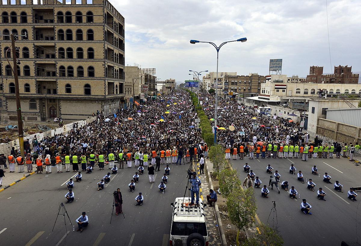 Yemengo xiita hutien protesta, atzo, Sana hiriburuan.