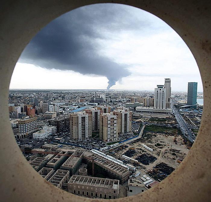 Tripolin istilu ugari izan dira udan, batez ere petrolio biltegien eta aireportuaren inguruan.