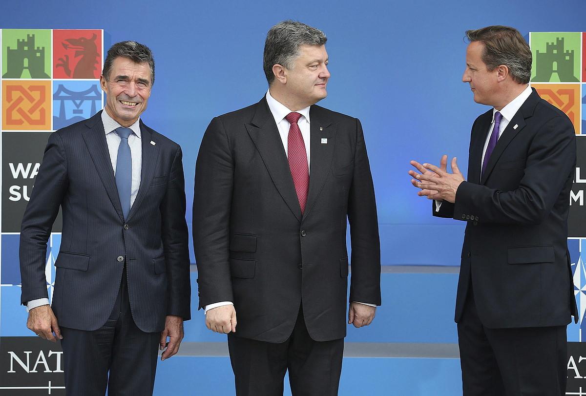 Anders Fogh Rasmussen, Petro Poroxenko eta David Cameron, atzo, NATOko gailurrean.