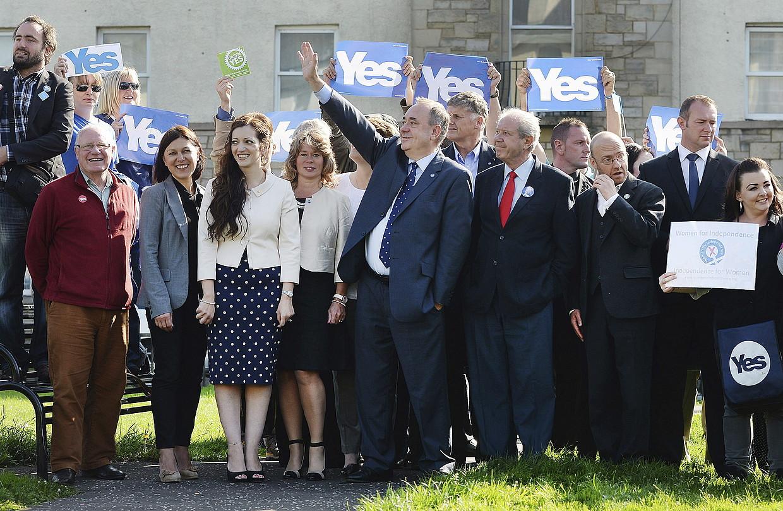 Alex Salmond Eskoziako lehen ministroa, Edinburgon, baietzaren aldeko kanpainako ekitaldi batean. / ANDY RAIN / EFE