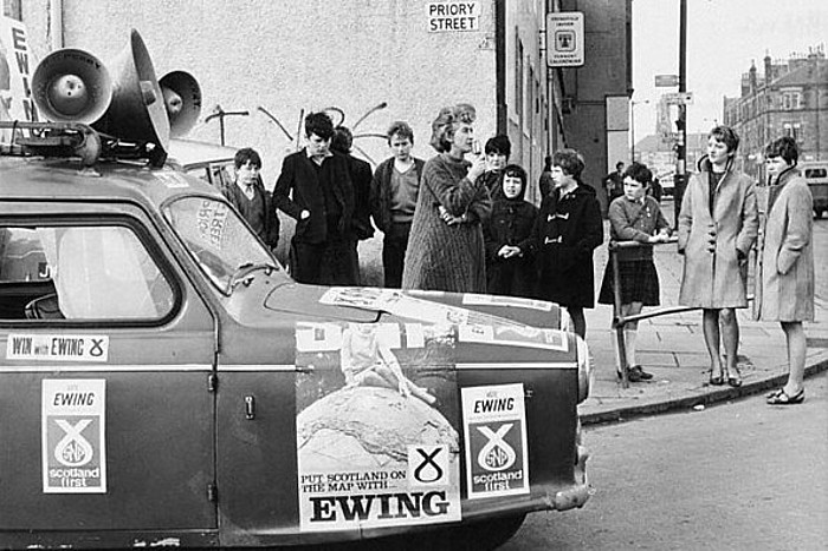 Winnie Ewig diputatuarekin finkatu zen SNP Westminsterren. �Gelditu mundua, Eskoziak igo nahi du� zen haren leloa. / BERRIA