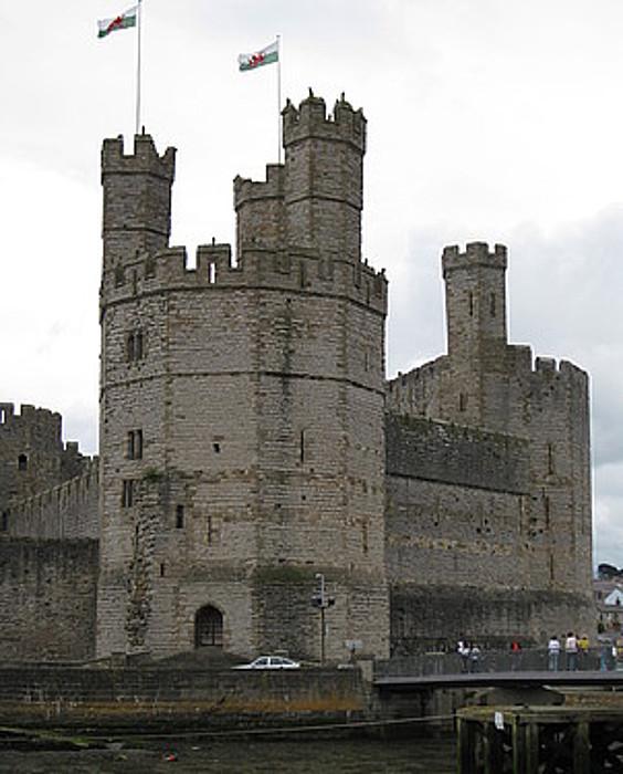 Caernarfon herriko gaztelua, Galesko ipar-mendebaldean.