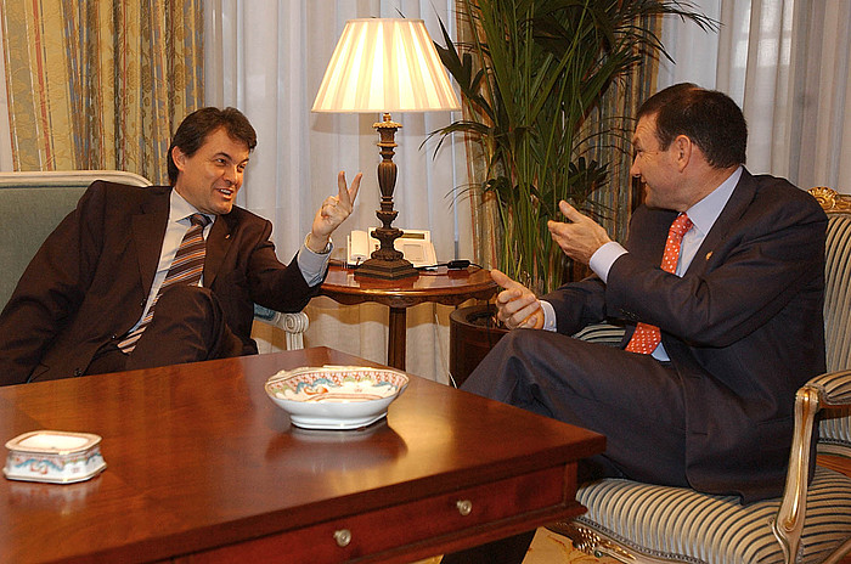 Artur Mas eta Juan Jose Ibarretxe, Gasteizen, 2004ko maiatzean. Mas orduan CiUko burua zen, eta Ibarretxe, Jaurlaritzako lehendakaria.