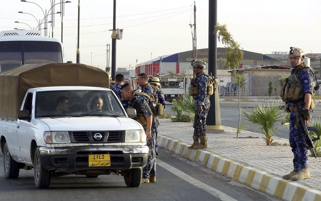 Poliziaren kontrol bat, atzo, Irakeko Kirkuk hiriaren inguruan.