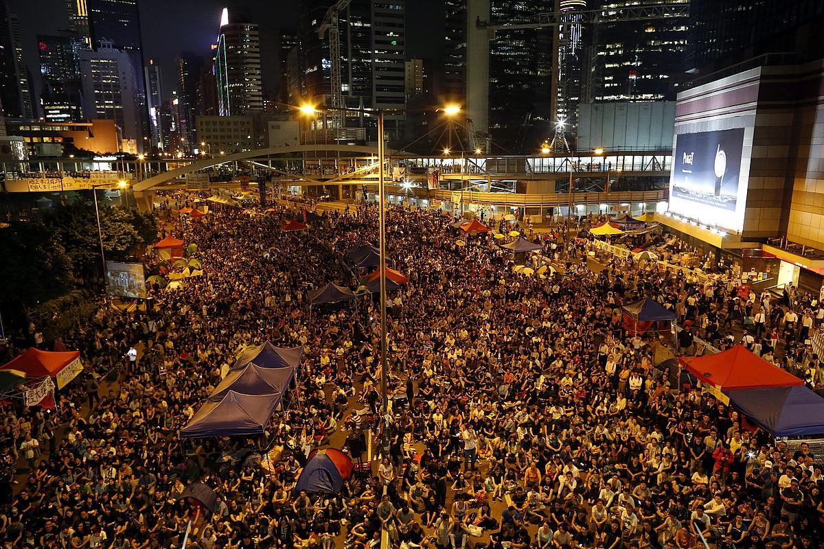 Hong Kongeko erdigunea, manifestariek hartua.