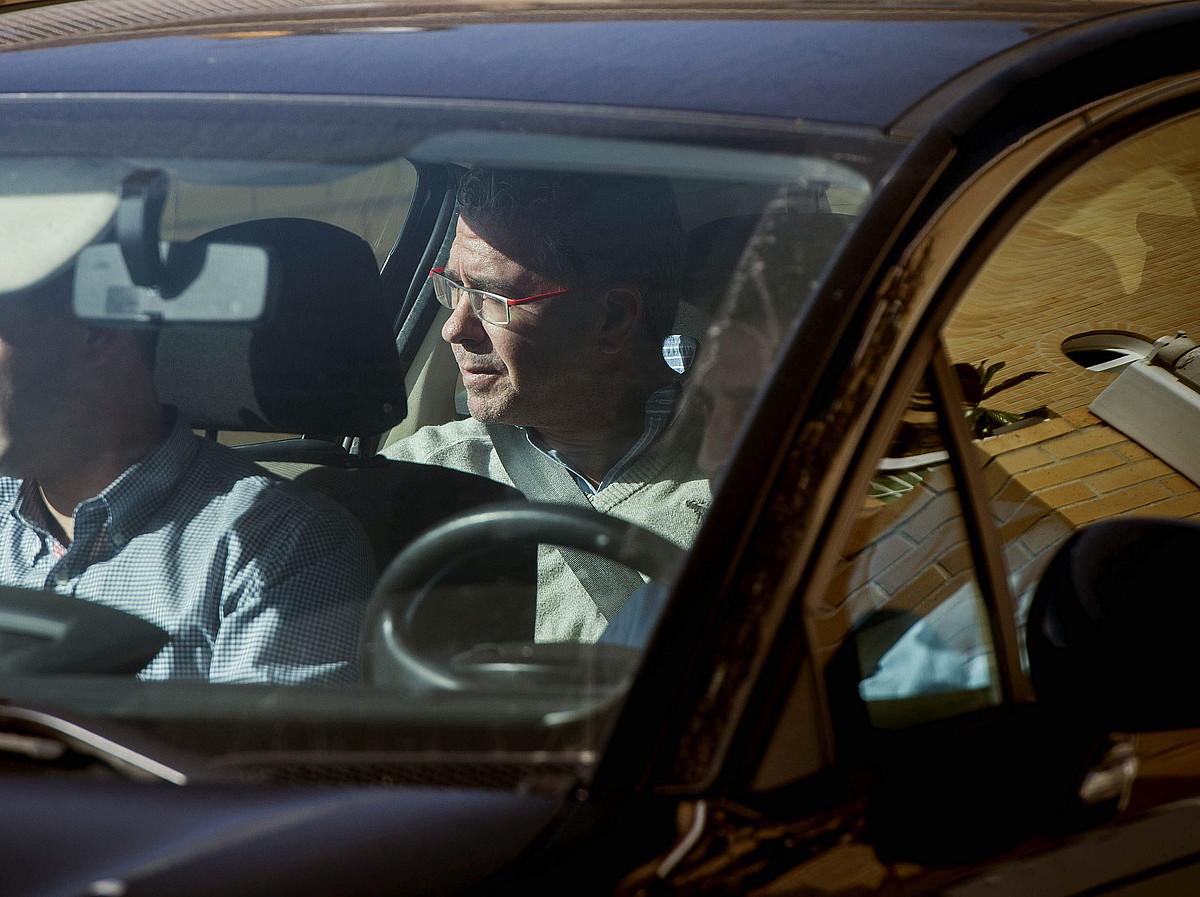Francisco Granados, Guardia Zibilaren auto baten barruan, atzo.
