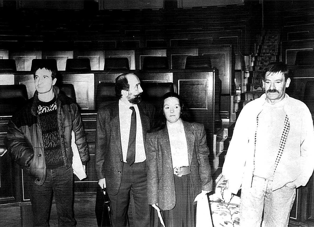 HBko diputatu hautatuak, 1989ko azaroaren 20an, Espainiako Kongresuan akreditazioak hartu ondoren: Josu Muguruza, Iñaki Esnaola, Itziar Aizpurua eta Jon Idigoras. / EFE