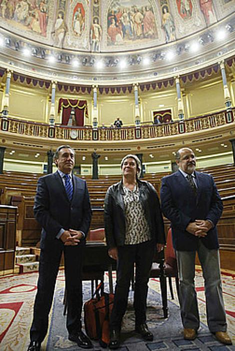 EAJ Xabier Agirre, EH Bilduko Belen Arrondo eta PSE-EEko Txarli Prieto, Espainiako Kongresuan. / JUANJO MARTIN / EFE
