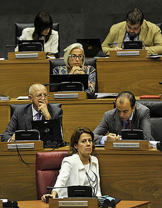 Yolanda Barcina eta UPNko parlamentariak. / IDOIA ZABALETA / ARGAZKI PRESS