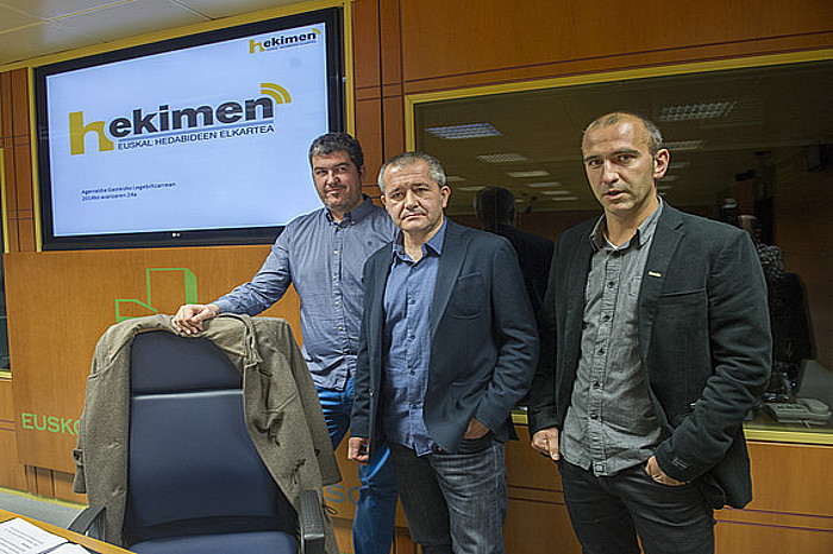 Iban Arantzabal, Alberto Barandiaran eta Iban Arregi, legebiltzarreko agerraldiaren aurretik. / JUANAN RUIZ / ARGAZKI PRESS
