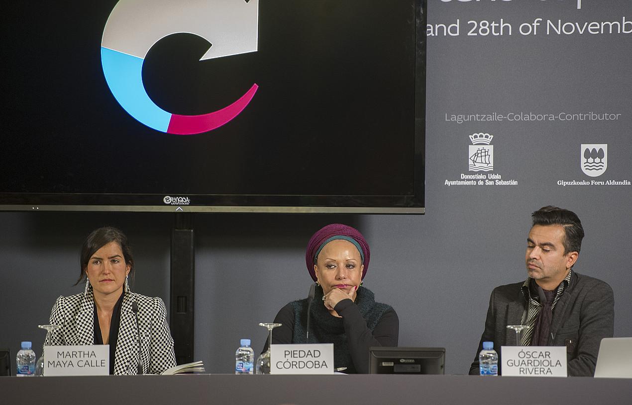Martha Maya, Piedad Cordoba eta Oscar Guardiola, atzo, Aieteko Bakearen Etxean.