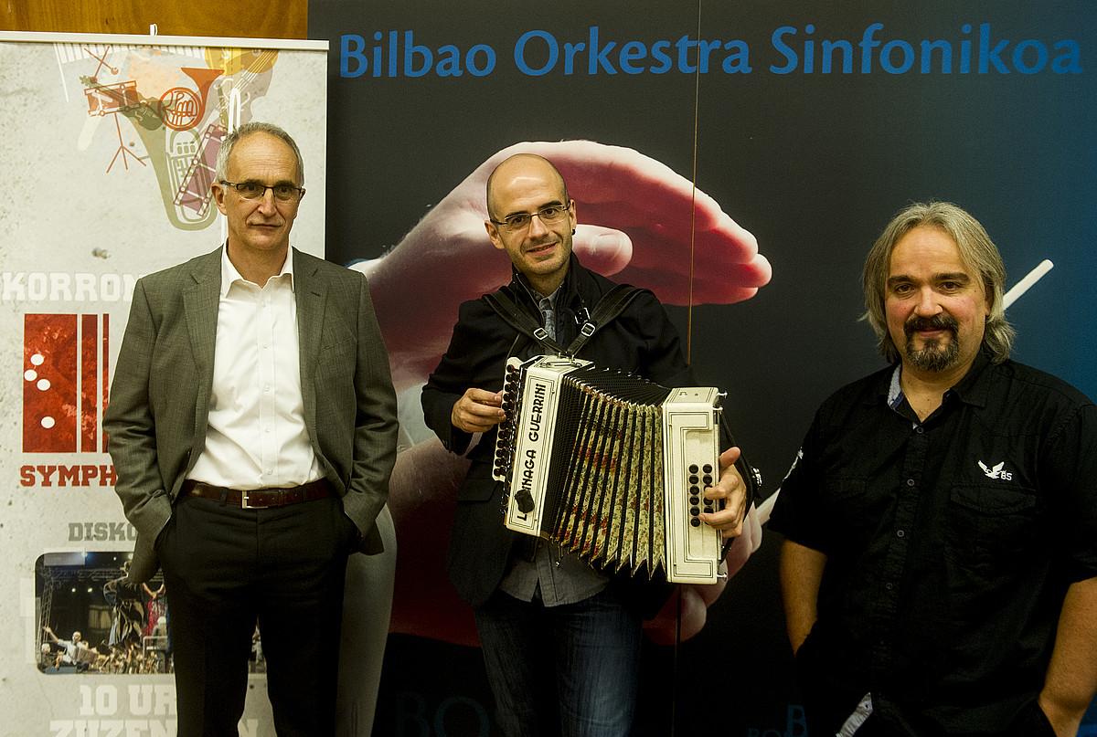 Ibon Aranbarri (BOS), Agur Barandiaran (Korrontzi) eta Xabier Zabala (Musika zuzendaria).